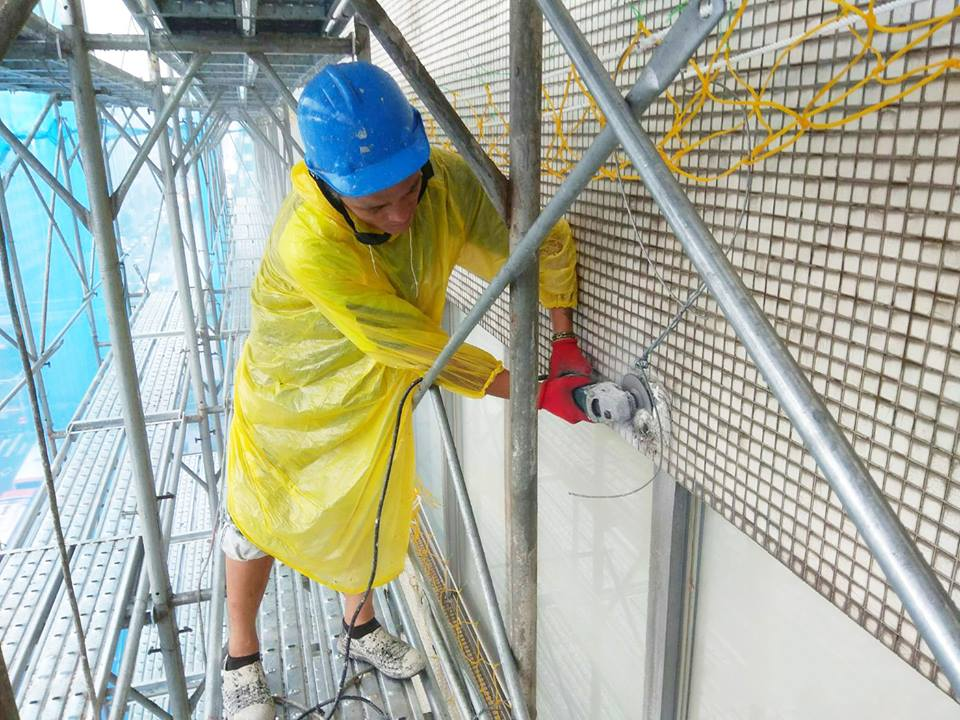 外牆拉皮的第一步—基面障礙物清除