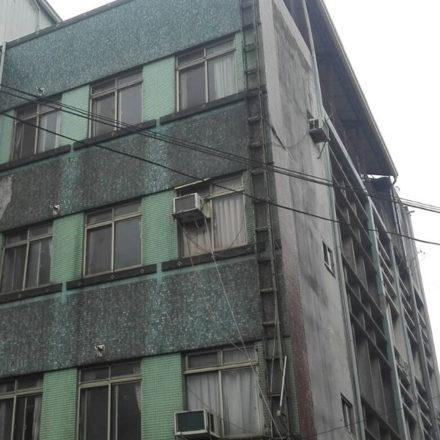 外牆磁磚髒污